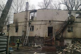 В Киеве двое людей погибли в пожаре на заброшенной базе отдыха
