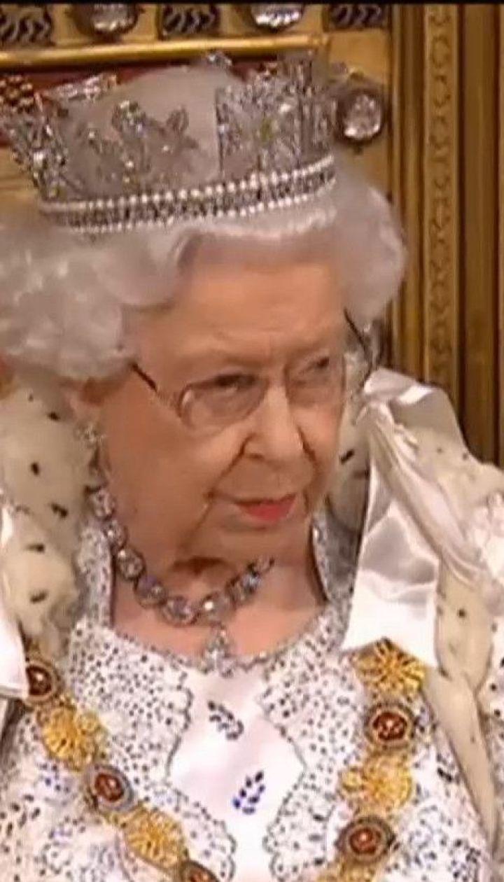 Через коронавірус Єлизавета ІІ скасувала низку заходів та полишає Лондон