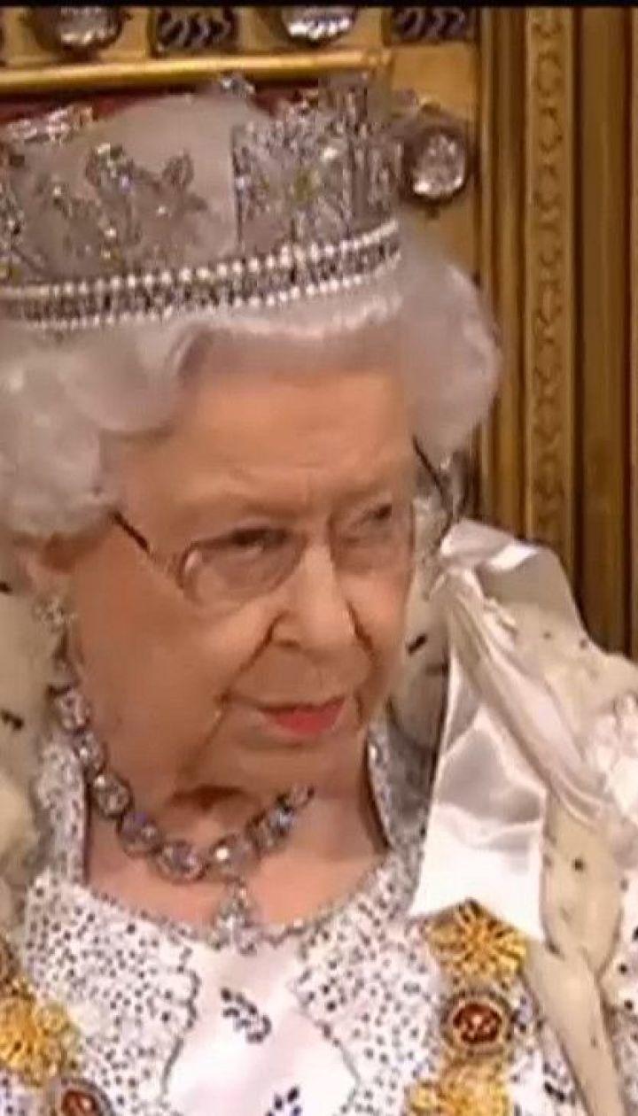 Из-за коронавируса Елизавета II отменила ряд мероприятий и оставляет Лондон