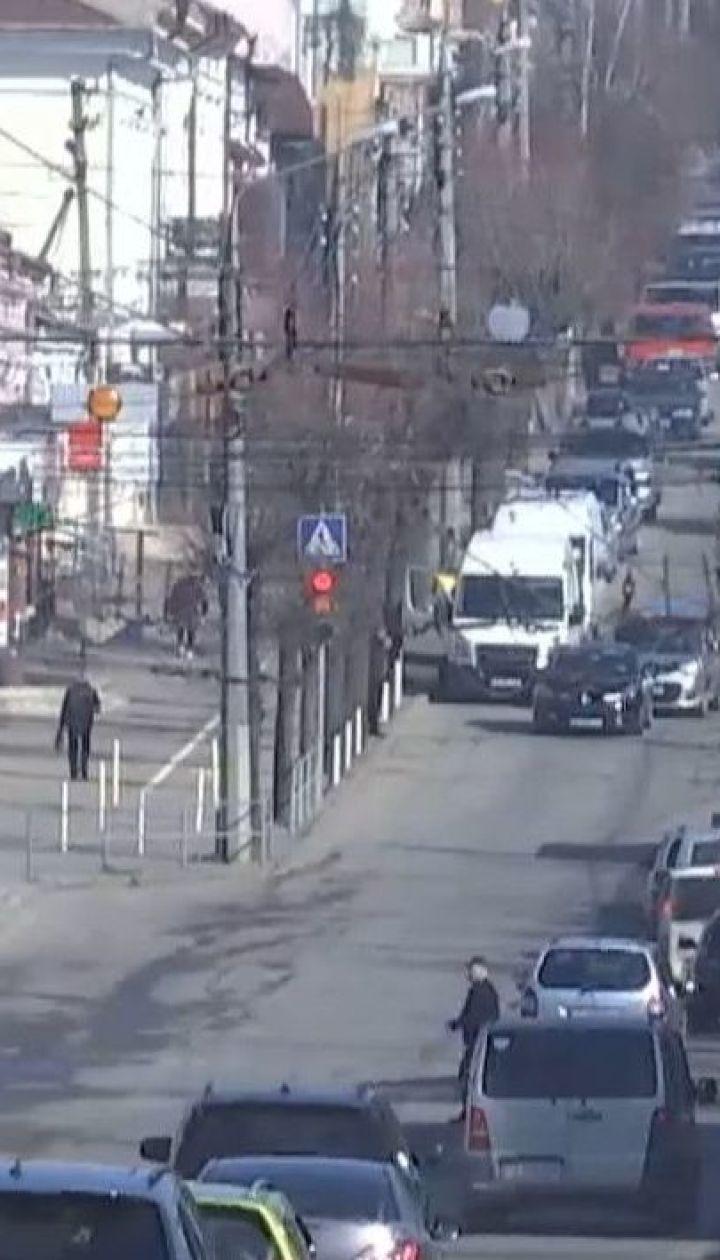 У Чернівцях повністю зупинили рух громадського транспорту: як реагують на обмеження містяни