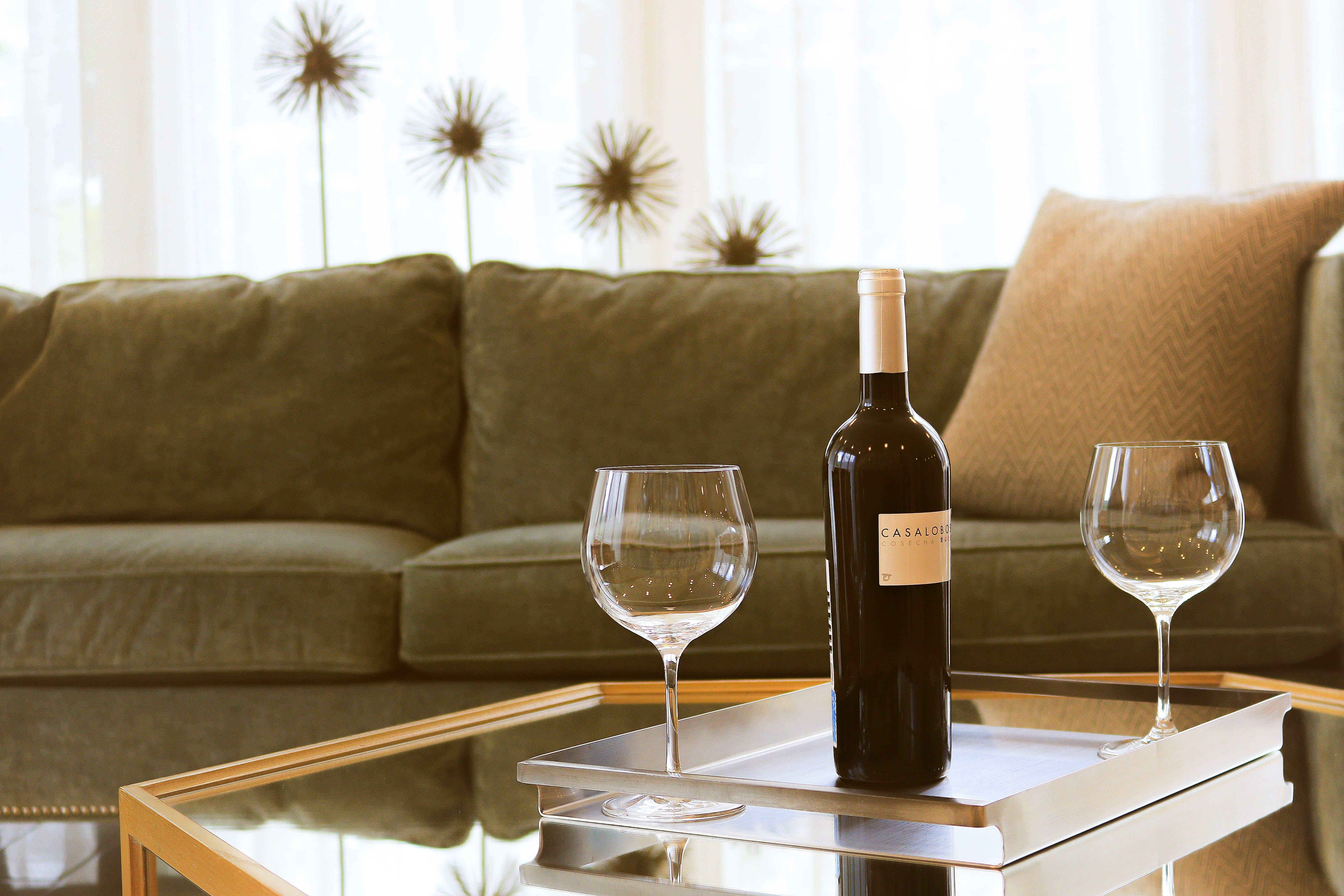 Вино, алкоголь, бокали