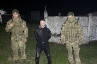 На границе с Румынией задержали водолаза, который переправлял медицинские маски из Украины