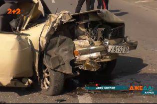Автомобильный боулинг: в Харькове столкнулись три легковушки и фура