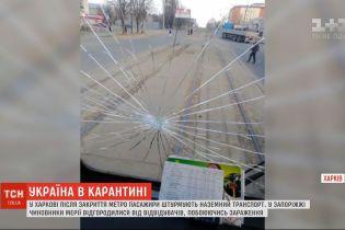В Харькове после закрытия метро пассажиры штурмуют общественный транспорт