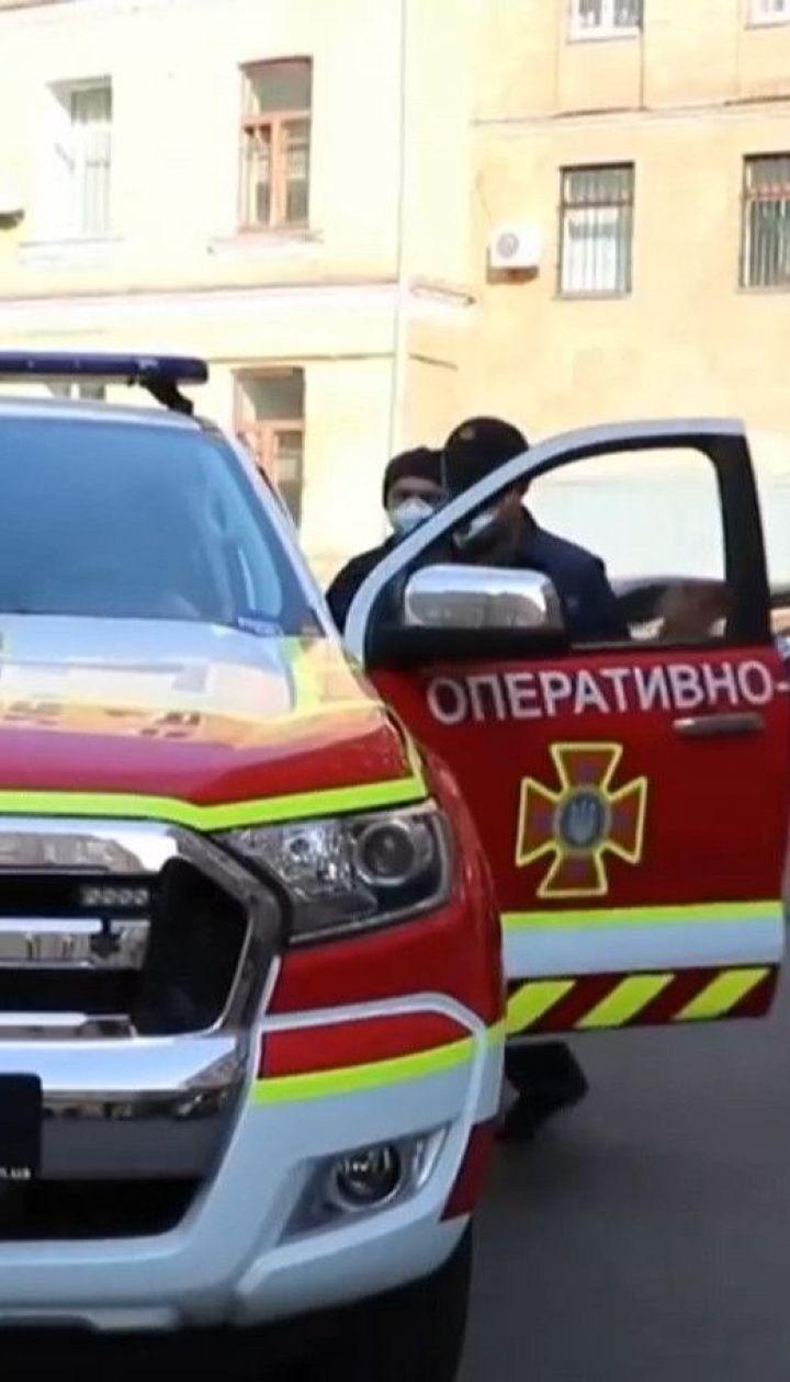 У Києві ДСНСівці роз'яснюють правила карантину через гучномовці
