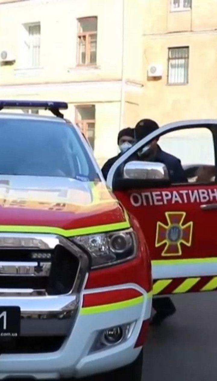 В Киеве ДСНСовцы разъясняют правила карантина через громкоговорители