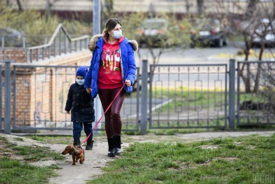 Карантин в Україні: люди стали частіше виходити з дому – опитування
