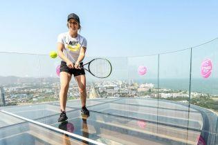 """""""На вершині"""". Світоліна зіграла в теніс на скляному даху"""