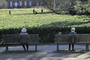 Собираться не больше двух человек. Германия ввела девять жестких карантинных правил