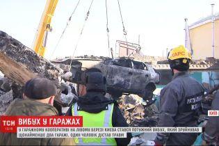 Потужний вибух зруйнував щонайменше два гаражі на лівому березі столиці