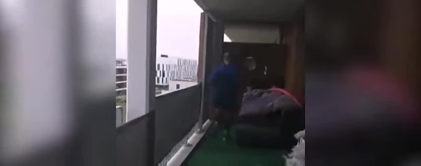 Ізольований через коронавірус француз пробіг марафон просто на балконі