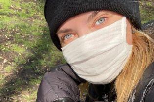 Проводит карантин в Кропивницком: Алина Байкова в нижнем белье продемонстрировала стойку на голове