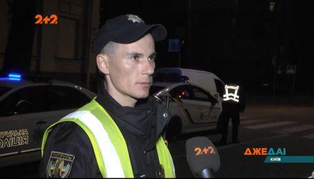 Киевский водитель на большой скорости вылетел на тротуар в пешеходов