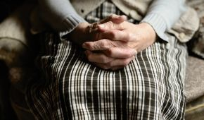 Официально работают лишь 42: как в Украине проверяют пансионаты для пожилых людей