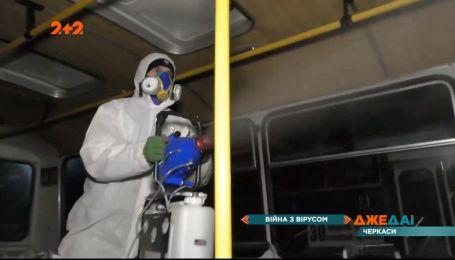 У Черкасах місцевий підприємець власним коштом дезінфікує громадський транспорт
