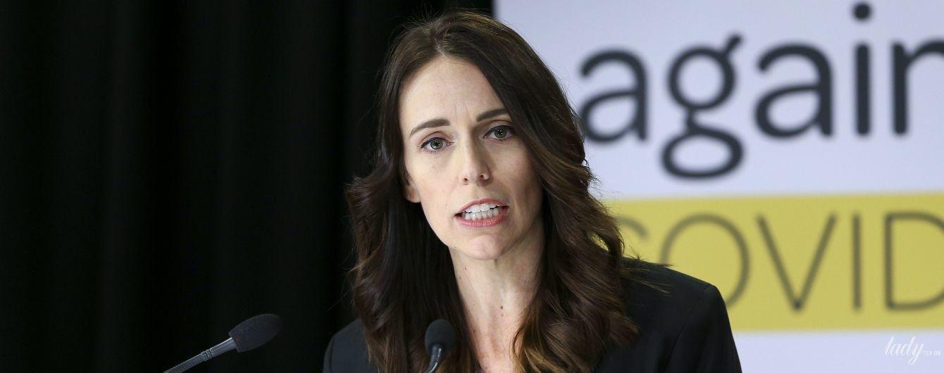 Яка гарна: прем'єр-міністерка Нової Зеландії виступила перед пресою в ефектному образі