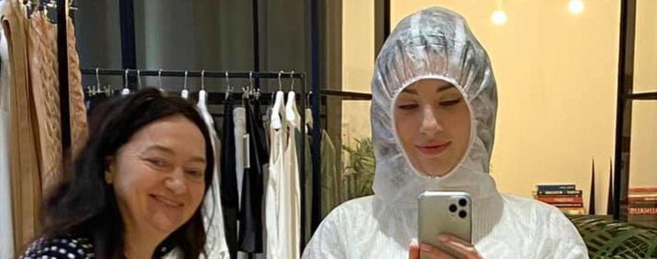Українська мода в боротьбі з коронавірусом: модельєрка Світлана Бевза почала шити захисні костюми