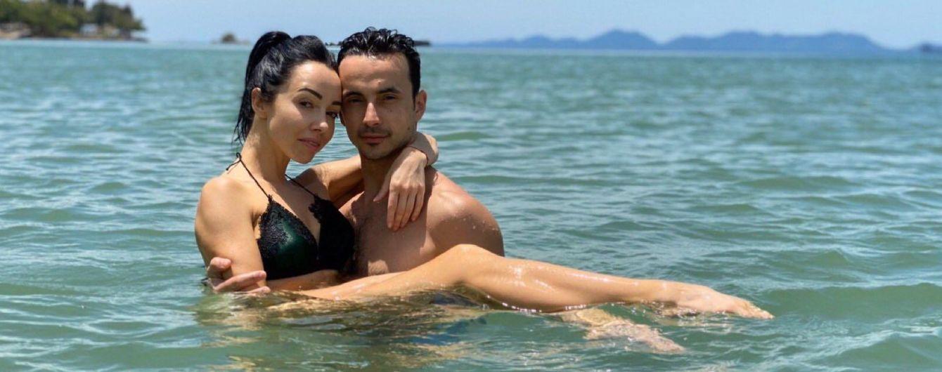 Закохані Катерина Кухар та Олександр Стоянов розчулили чуттєвим танцем у воді