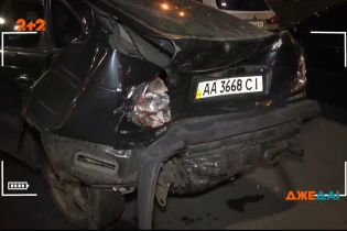 В Киеве водитель внедорожника погиб за рулем: его авто протаранило машины других людей