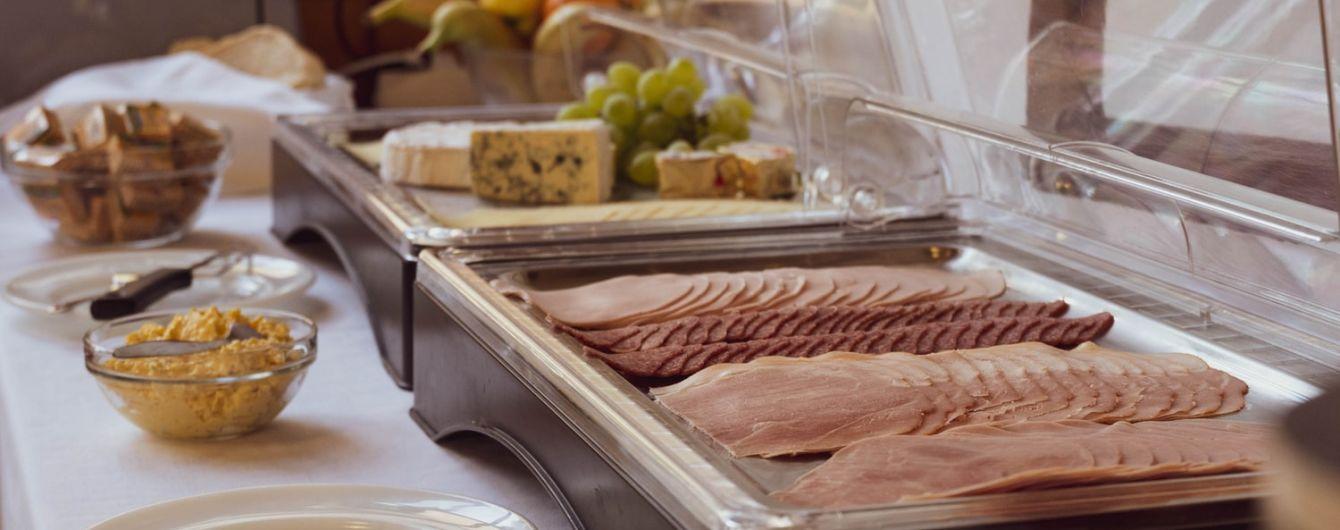 """У готелях Туреччини планують скасувати """"шведський стіл"""" через коронавірус"""