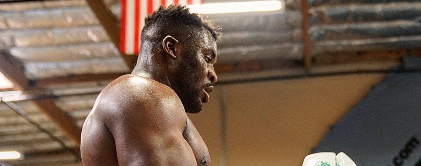 Актуальный бизнес: Боец UFC начал продажу антисептиков во время карантина