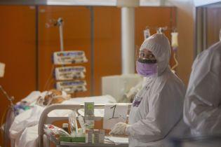 У Житомирській області чоловіка з коронавірусом ввели у стан штучної коми