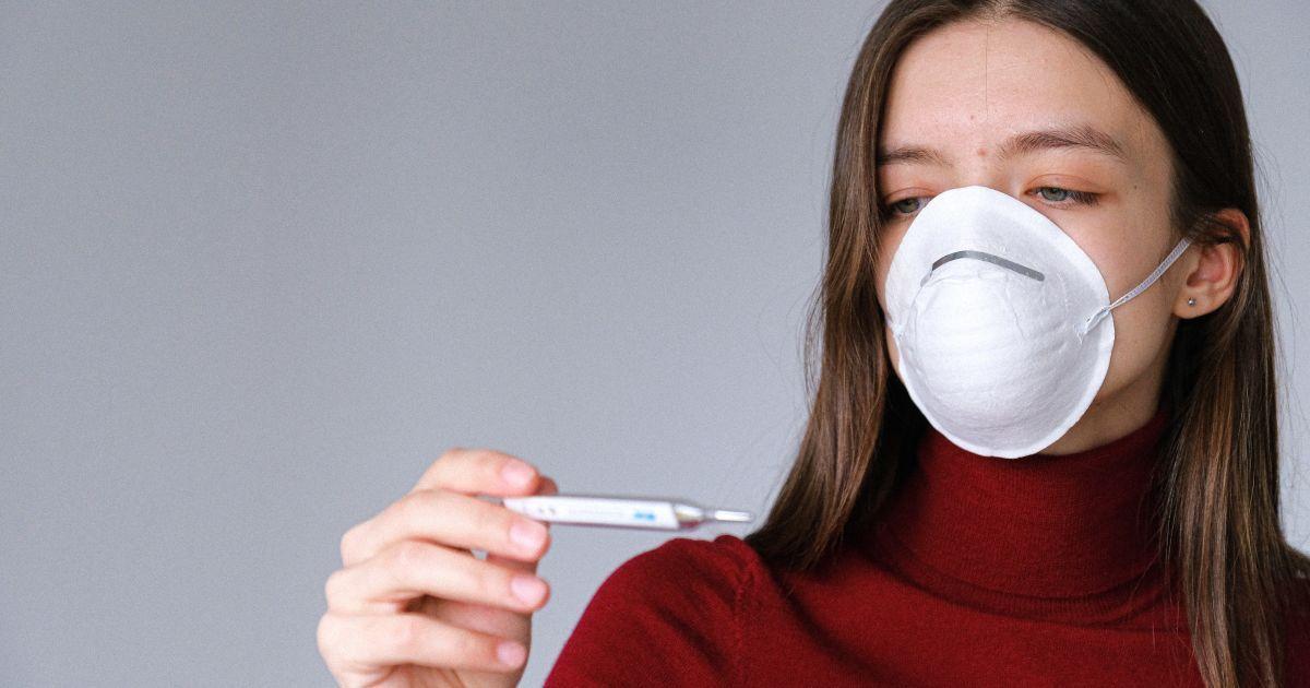 Температуру выше 37 в случае коронавируса нужно сбивать: врач объяснил почему