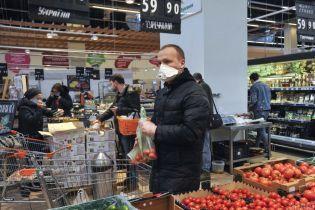 Нові правила карантину: у Кабмін пояснили, де українці зобов'язані перебувати в масках