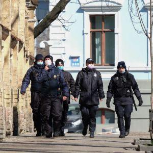 Полиция будет проверять соблюдение 14-дневной самоизоляции украинцами, которые вернулись из-за границы
