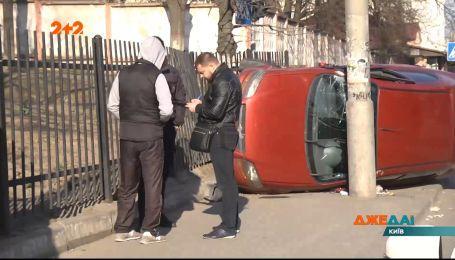 На перекрестке Васильковской и Маричанской столкнулись Chevrolet Aveo и Volkswagen Passat