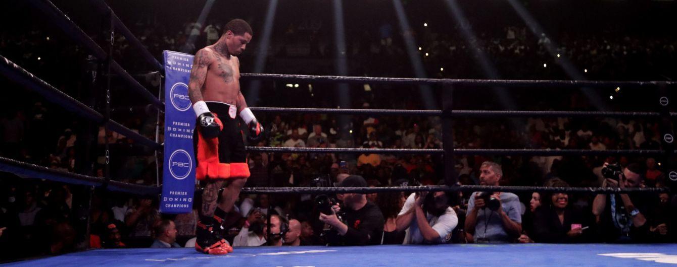 Непобедимый американский боксер показал космическую скорость рук на тренировке