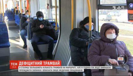 Суворі обмеження у пересуванні громадським транспортом: як кияни дістаються до роботи
