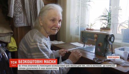 82-річна кравчиня в Дубні безкоштовно шиє маски для тих, хто їх потребує