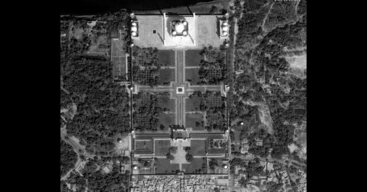 Тадж Махал. 10 февраля 2020 @ Satellite image © 2020 Maxar Technologies
