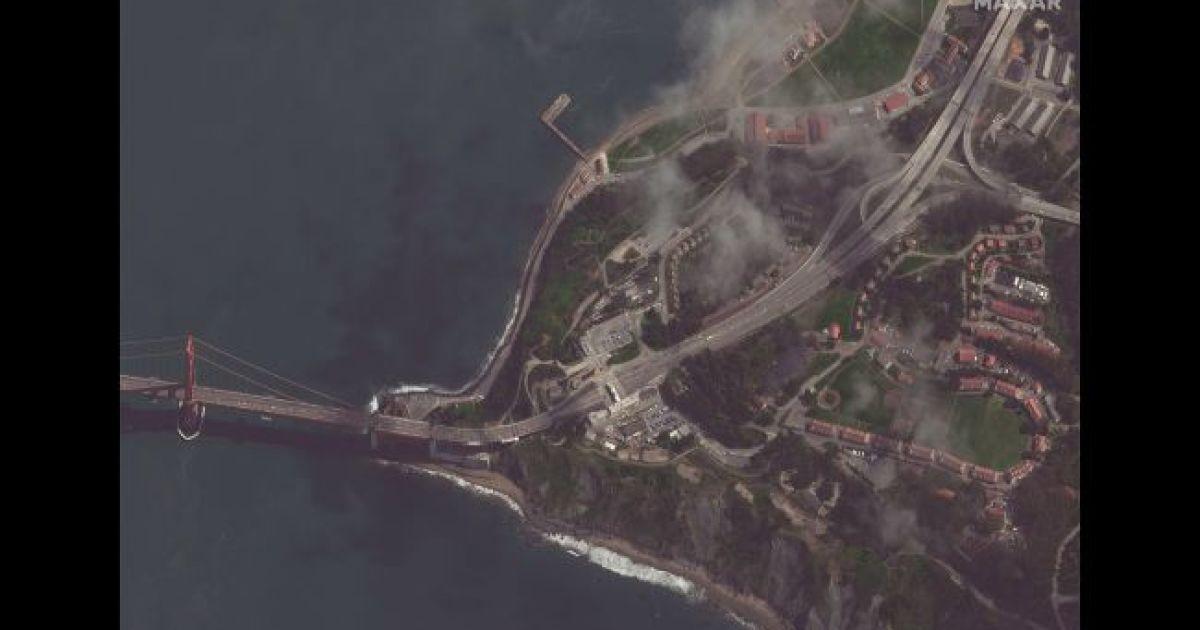 """Мост """"Золотые ворота в Сан Франциско. 16 марта 2020 @ Satellite image © 2020 Maxar Technologies"""