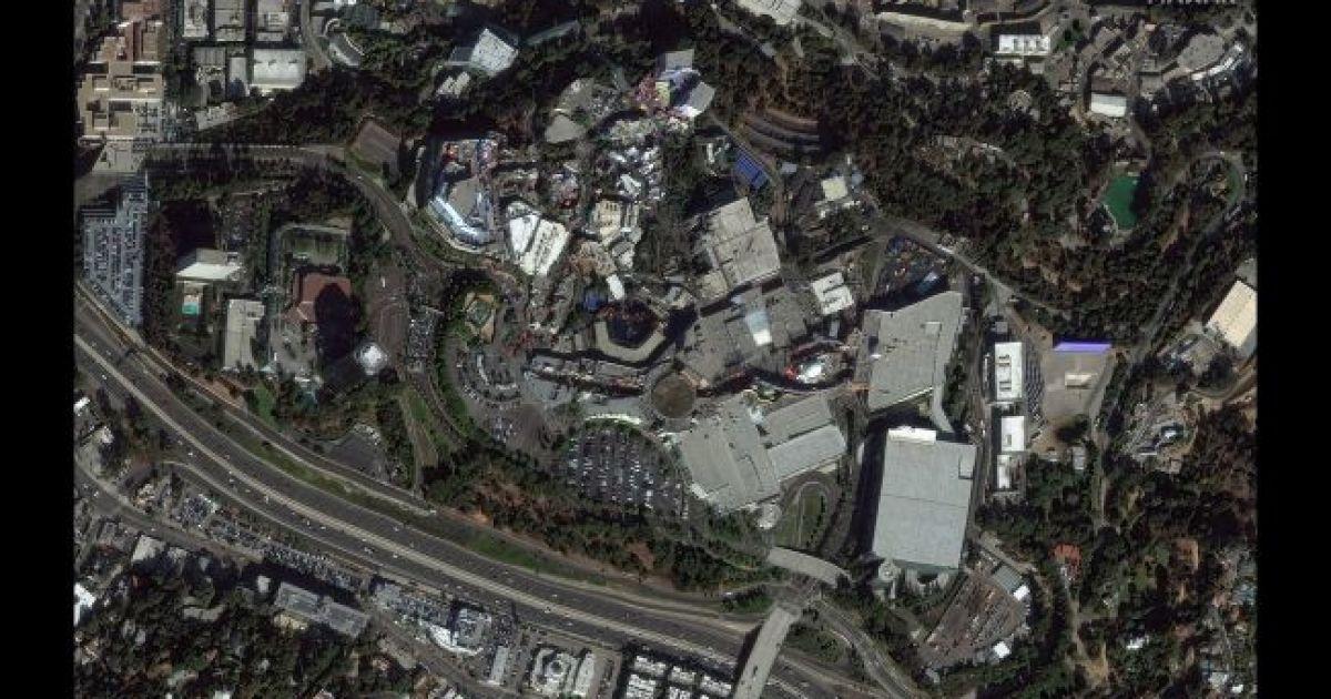Студия Universal в Голливуде. Ноябрь 2019 @ Satellite image © 2020 Maxar Technologies
