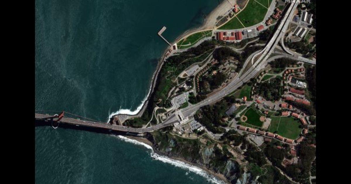 """Мост """"Золотые ворота"""" в Сан Франциско. 3 марта 2020 @ Satellite image © 2020 Maxar Technologies"""