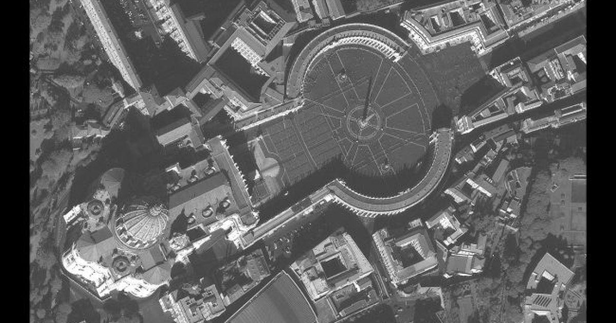 Площадь Святого Петра в Риме. 21 февраля 2020 @ Satellite image © 2020 Maxar Technologies