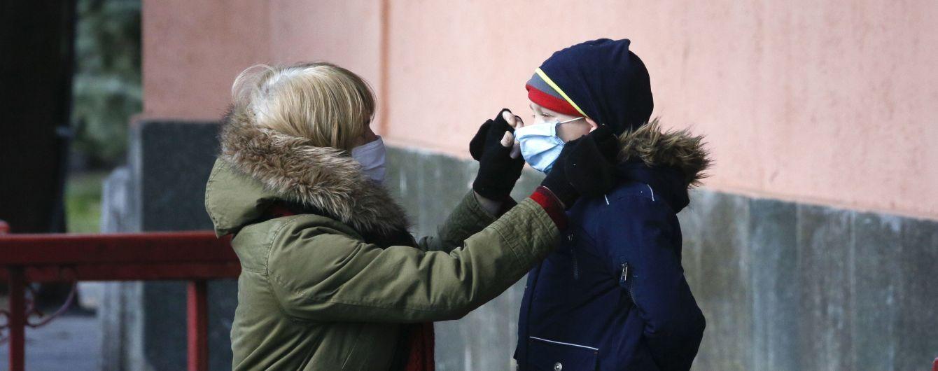 Експерти висунули кілька теорій, чому діти менш вразливі до нового коронавірусу