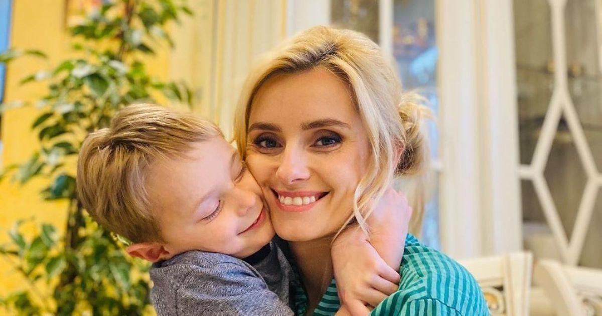 Ирина Федишин с сыновьями продемонстрировала, как правильно мыть руки