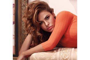 В платье с лимонами и под игру пианино: Ева Мендес моет окна на карантине
