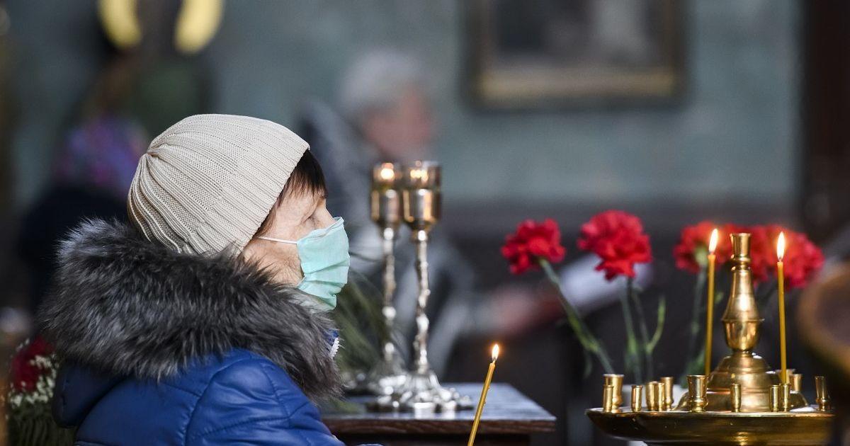 В Тернопольской области священник придумал безопасный способ исповеди и освящения пасхальных корзин
