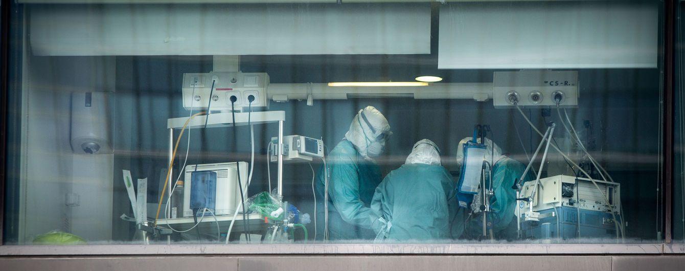 Тіла складають на ковзанці, а медики змушені обирати, хто житиме: іспанський лікар розповів про коронавірус у Мадриді