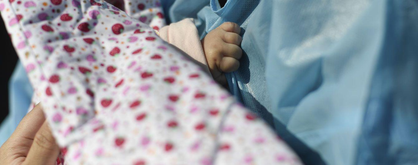 У Житомирі жінка народила двійню, але забрала лише одну дитину