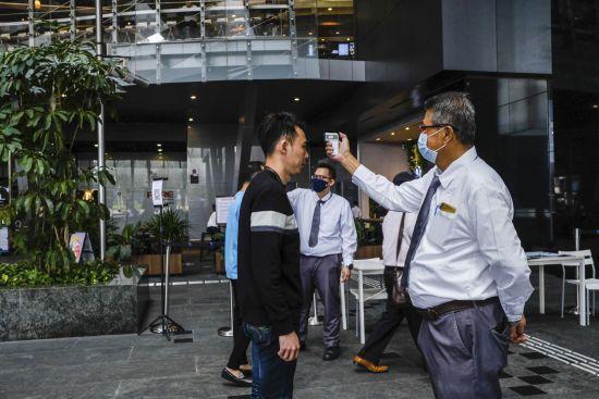 Спалах інфекції: у Сингапурі вдруге кількість нових випадків коронавірусу перевищила 200