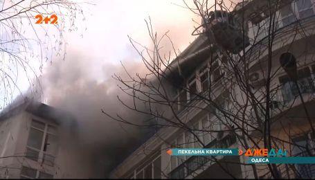 В Одесі вигоріла квартира, яку власник перетворив на склад пластикової тари