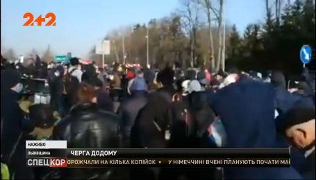 Тысячи украинцев застряли на польско-украинской границе