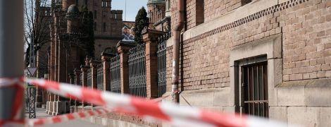 Пустой город и все в масках: фотограф показал жизнь Черновцов на карантине