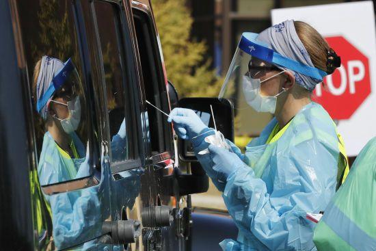 Китай опустився на третє місце за кількістю інфікованих коронавірусом