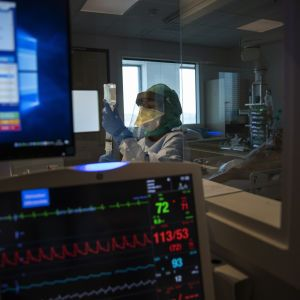 Внутрішнє зараження: коронавірусом почали інфікуватися родичі українців, які повернулися з-за кордону